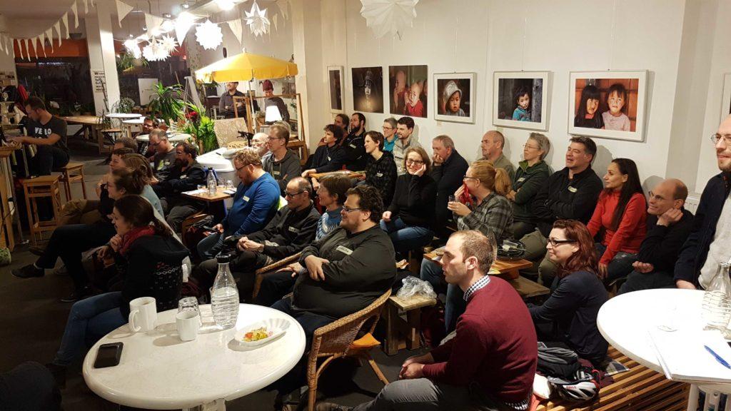 Ein Blick auf das Publikum verrät: es ist ein spannender Vortrag