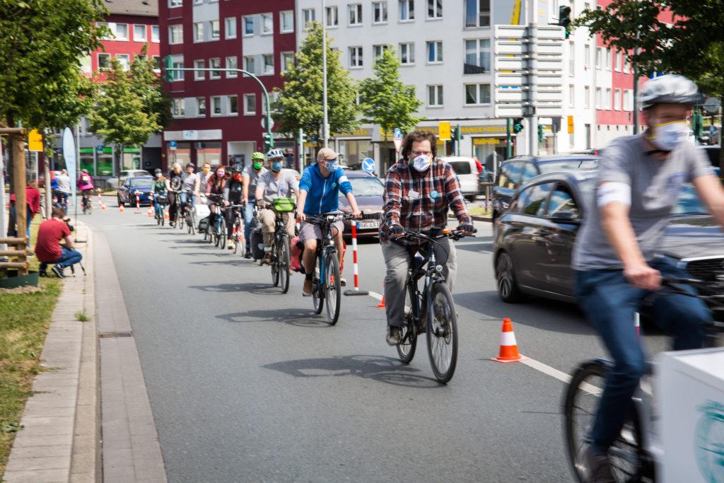 Pressemitteilung: RadEntscheid Essen schafft Pop-Up-Radweg am Berliner Platz