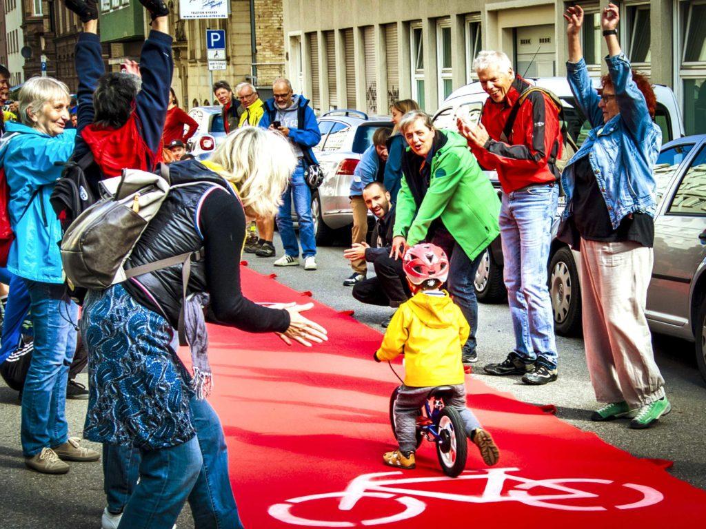 Roter Teppich für Radfahrer*innen in Essen