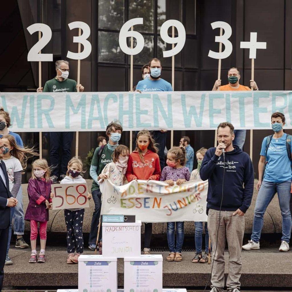 Pressemitteilung RadEntscheid Essen: Überreichung der Unterschriften am 24.08.2020